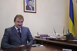 Янукович официально поменял Черновецкого на Попова