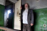 В Харьковской области пожилой мужчина похитил малолетнюю девочку и удерживал ее в котельной