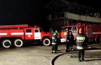 В Тернопольской области спасатели с ночи тушат хранилище с кукурузой