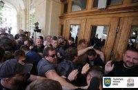 Во Львовском горсовете протестующие выломали дверь и устроили драку