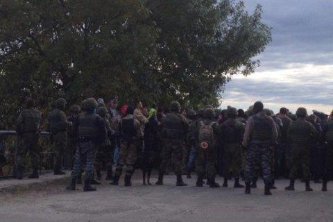 З'явилося відео бійки копачів бурштину з поліцейськими в Рівненській області