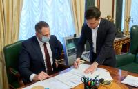 Зеленский подписал закон о рынке земли