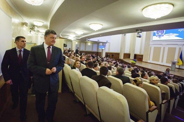 Ярема та Порошенко під час зустрічі з робітниками прокуратури