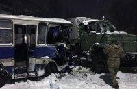 В Донецкой области столкнулись военный КрАЗ и автобус с шахтерами (обновлено)