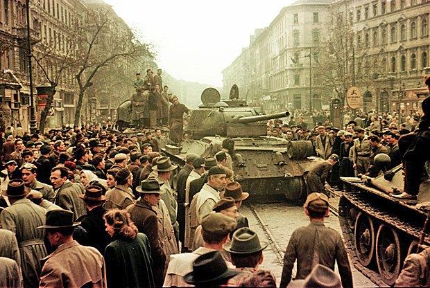 Танки на улице на бульваре Иосифа, 30-31 октября, 1956