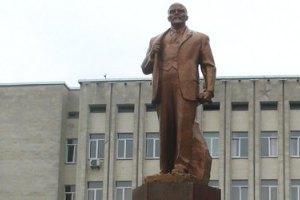 Невідомі облили фарбою пам'ятник Леніну в Борисполі