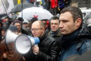 Яценюк потребует от Пшонки отреагировать на факт избиения студентов после евромайдана
