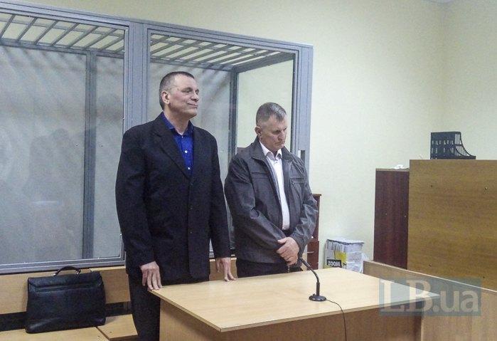 Судья Бець (справа)