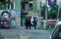 В урядовому кварталі правоохоронці затримали чоловіка із гранатою