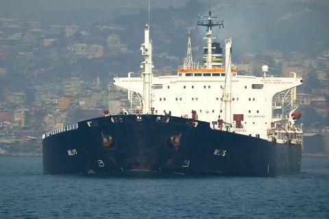 Корабли ВМС США патрулируют Оманский залив, где произошла атака на танкеры