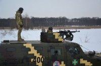 На границе с Россией пограничники провели учебные стрельбы и марш на бронетехнике