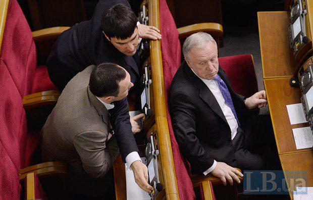 Николай Левченко голосует за соседа