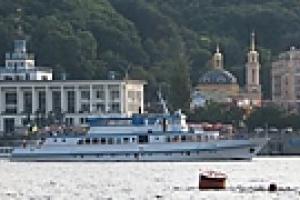 В Киеве открыт рейс теплохода с Почтовой площади до Березняков