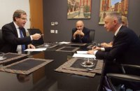 Lozhkin signs agreement with American Jewish Committee