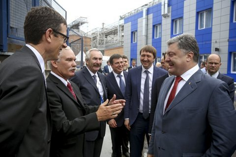 Poroshenko vows to cut port charges