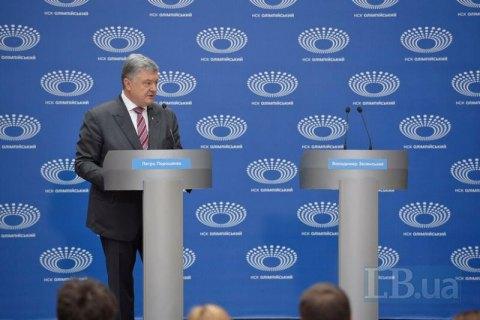 Poroshenko holds press briefing as Zelenskyy fails to show up for debate