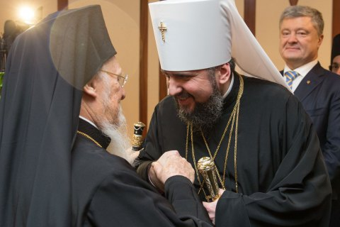 Ecumenical Patriarch signs Tomos for Ukrainian Church