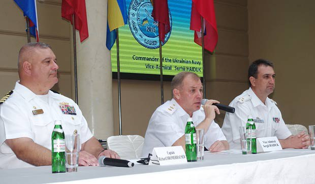 Haduk (centre) at the closing ceremony of the 2015 Sea Breeze exercise