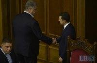 Zelenskyy, Poroshenko shake hands in parliament