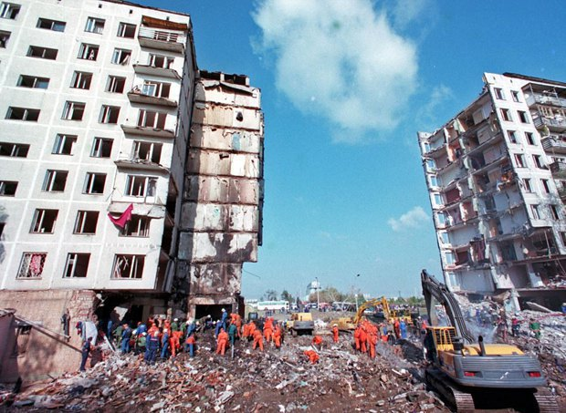 A blown-up residential building in 19, Guryanov St, Moscow, 10 September 1999
