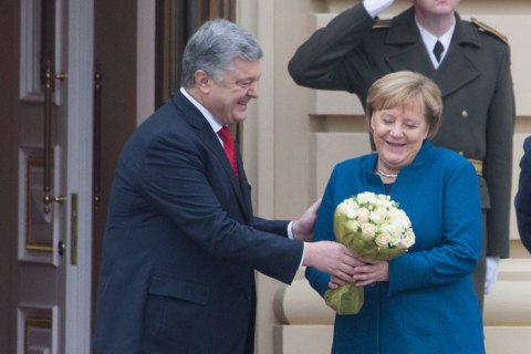 Merkel vows more money for projects in support of Ukraine