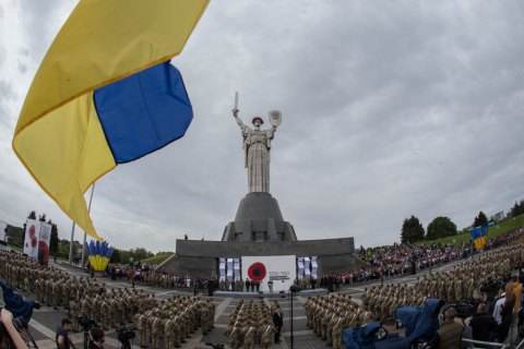 Army protects Ukraine from 'Moscow horde' - president