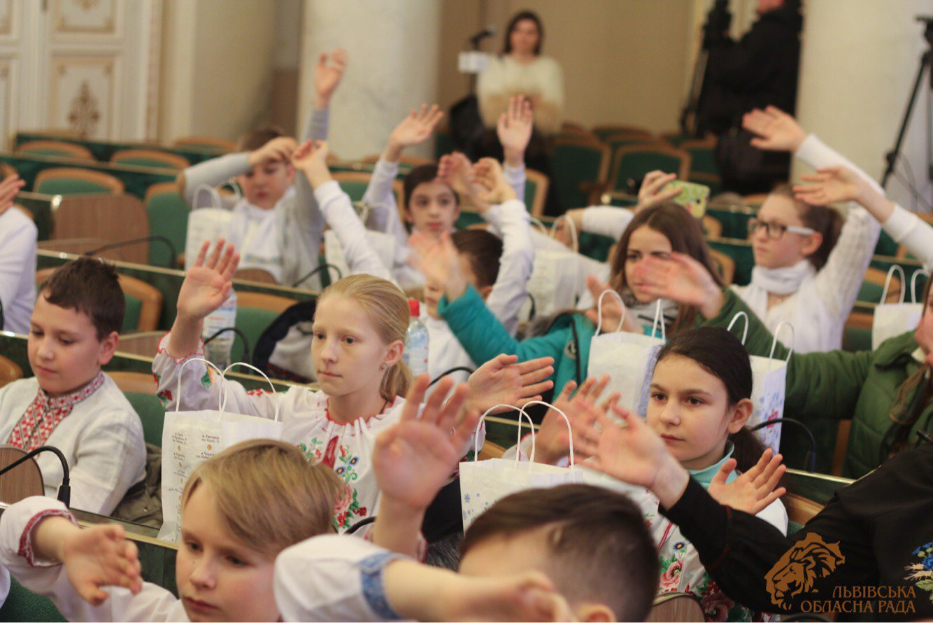 Children from the east visit the session hall of the Lviv regional council.