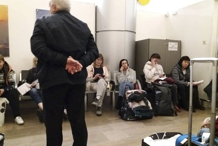 Ukrainian tourists at Ben Gurion Airport