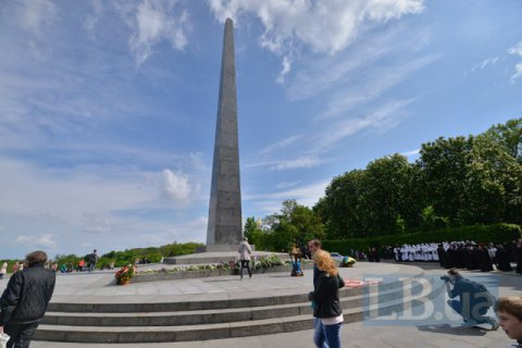 Brief clash over Victory Day celebrations in Kyiv