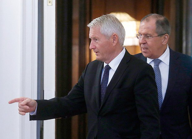The secretary-general of the Council of Europe, Torbjorn Jagland (left), and Russian Foreign Minister Sergei Lavrov during a meeting in Moscow, 20 October 2017