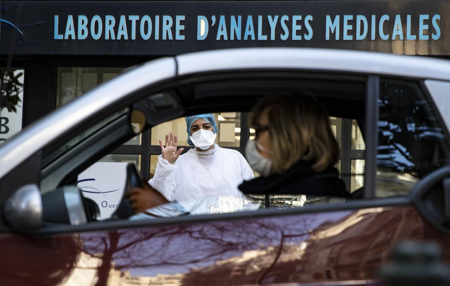 A coronavirus testing centre near a laboratory in Neuilly-sur-Seine, France, 25 March 2020
