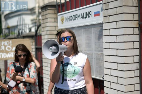 Protesters outside Russian embassy in Kyiv demand prisoners' swap