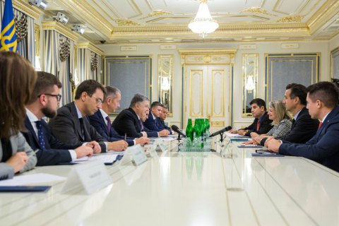 Poroshenko, General Electric CEO discuss upgrading Ukrzaliznytsia rolling stock