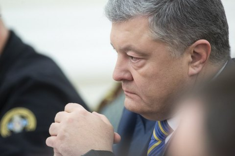 Ukrainian president signs decree on martial law