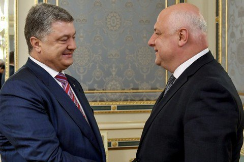 Poroshenko suggests each EU state rebuild one town in Donbas