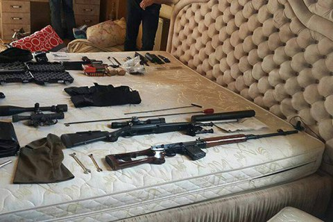 SWAT holds eight armed foreigners in Kherson village