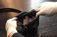 Senior customs official caught sticky-handed