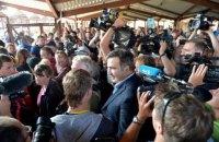 Crowd tows Saakashvili into Ukraine