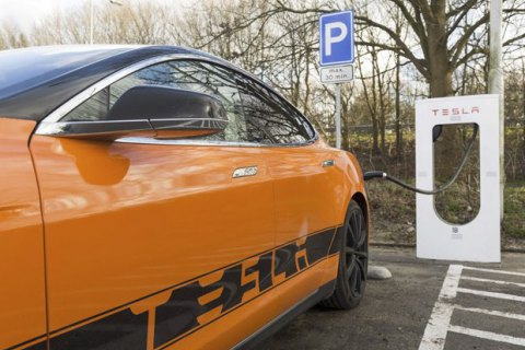 Parliament lifts VAT, excise duty on electric cars by 2023