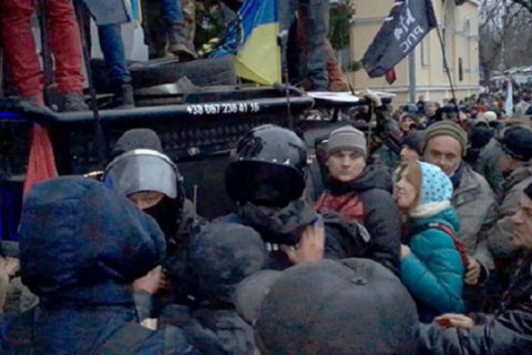Saakashvili's rally: clashes with police, envoys' criticism