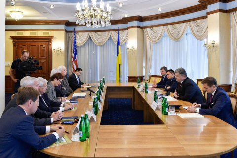Poroshenko urges USA to increase aid to Ukraine