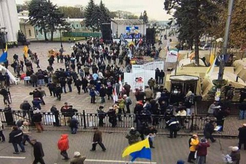 Minister calls off police cordons from Rada rally