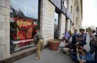 Kyiv shop which ruined Maydan graffiti faces backlash
