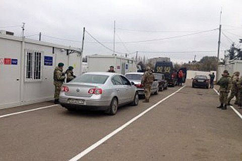 Civilian killed in shelling of Mayorsk checkpoint