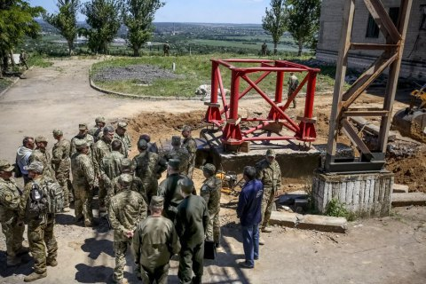 Poroshenko wants ruined Donbas TV tower to be back up in two months