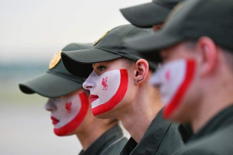 Ukrainian border guards paint faces in Liverpool, Real Madrid colours