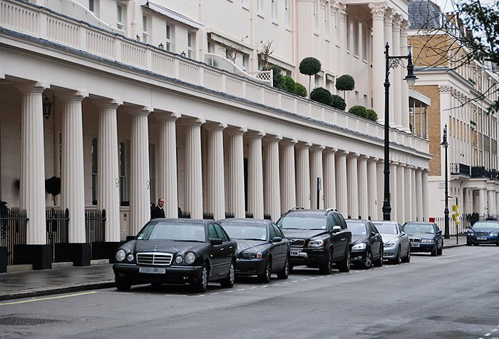 One of the most expensive neighbourhoods in London is Eaton Square in Belgravia, a popular place of living for Russian multimillionaires.