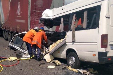 Ten killed in shuttle bus crash on Zhytomyr highway