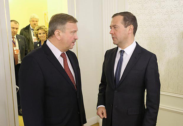 Dmitriy Medvedev and Andrey Kabyakow during a meeting in Minsk