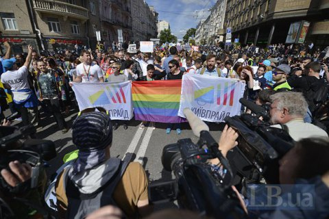 West praises Ukraine over mostly peaceful LGBT march
